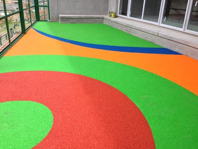 Piso para parques infantiles for Pisos parque goya 2